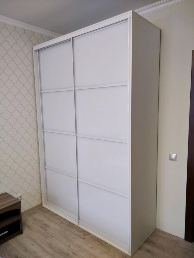 Белые шкафы-купе-Шкаф-купе из стекла Лакобель «Модель 414»-фото2